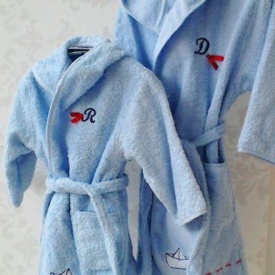 albornoces para bebés con nombre bordado