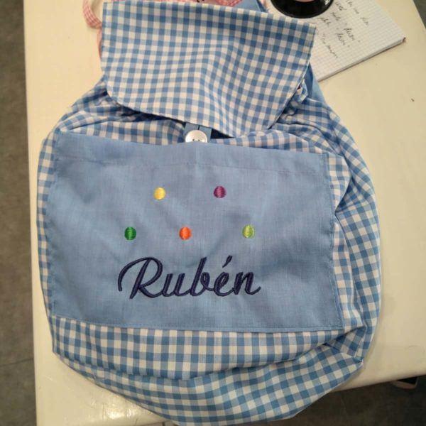Mochilas bordadas para bebés con su nombre