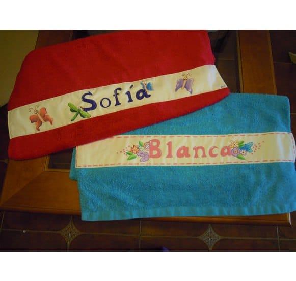 Toallas de bebé pintadas a mano con nombre y dibujos