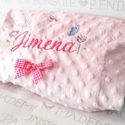 Mantitas de bebé bordadas