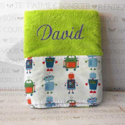 toallas con nombres bordados y dibujos de robots