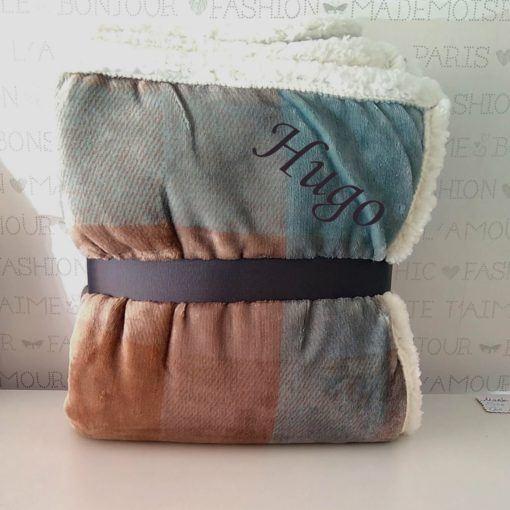 manta sofá cuadros marrones 1