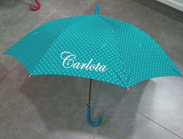Paraguas en color turquesa personalizado con el nombre bordado