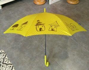 paraguas amarillo personalizado con dibujos de casitas