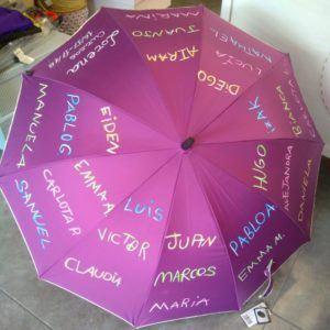 Paraguas con nombre y letra de los alumnos – Morado