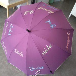Paraguas con nombre de los alumnos y letra de adulto – Morado