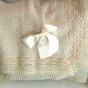 Toquilla Manta de punto con puntilla ancha – Crema