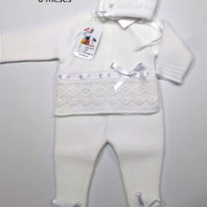 Trajecito de punto lana blanca con capota  0 meses