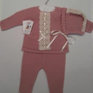 Trajecito de punto lana rosa empolvado con capota  3 meses