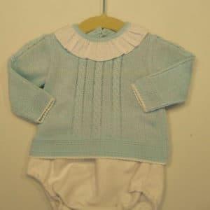 Trajecito de perlé para bebés en azul y blanco 1mes